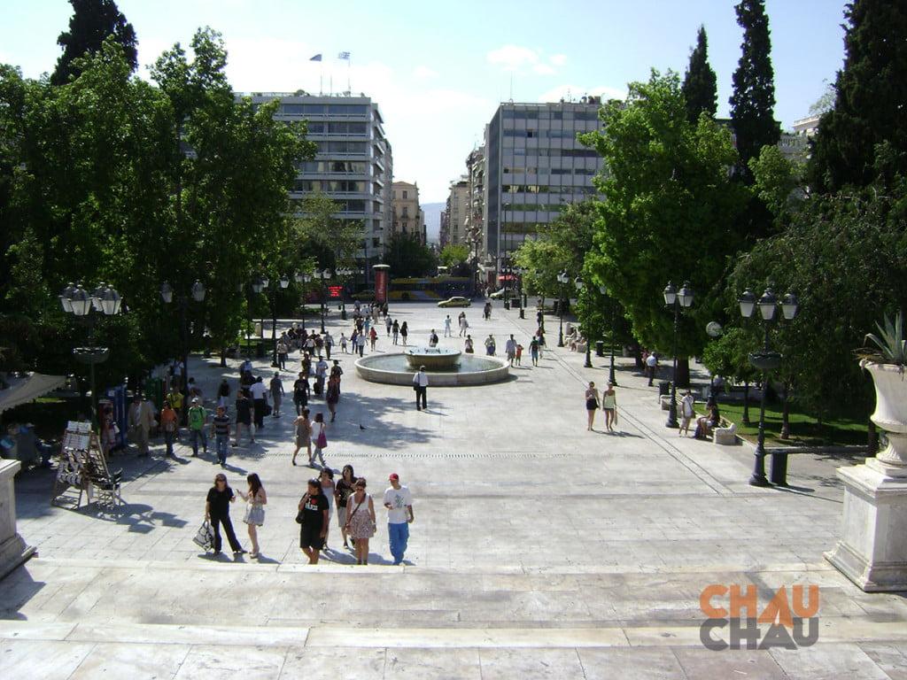 Uno de los lugares para visitar en Atenas es la Plaza Sintagma